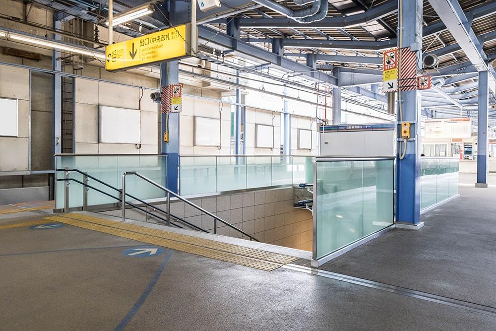 駅ホーム ガラスフェンス
