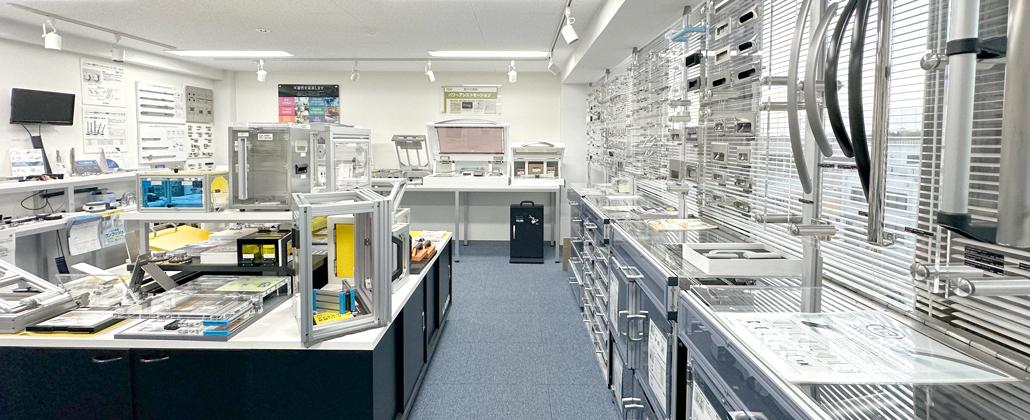 壁一面の製品を堪能できるショールーム