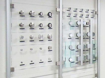 2階 ガラス用金物コーナー
