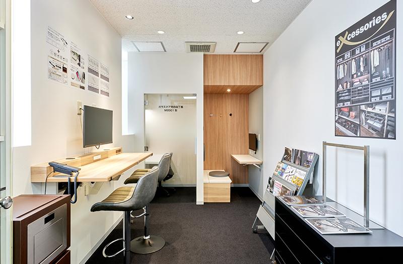 工作機械や検査装置を模したわかりやすい展示