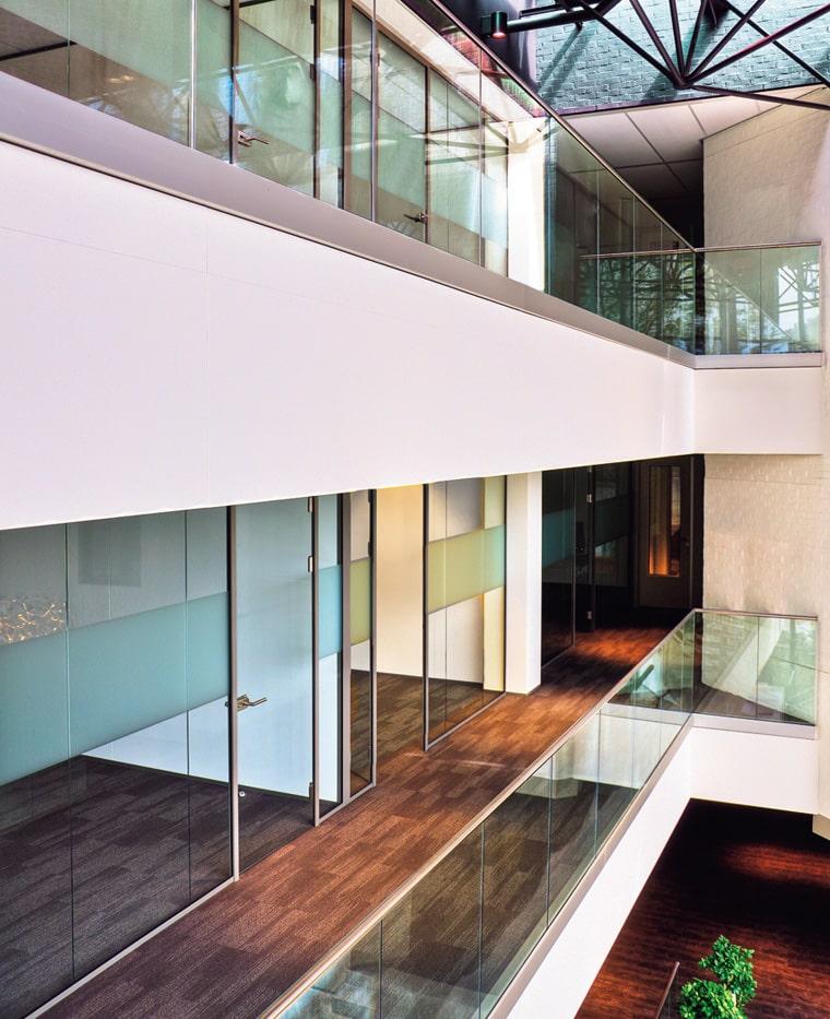 バラストレイド スリムタイプ 壁付用の施工例・採用事例