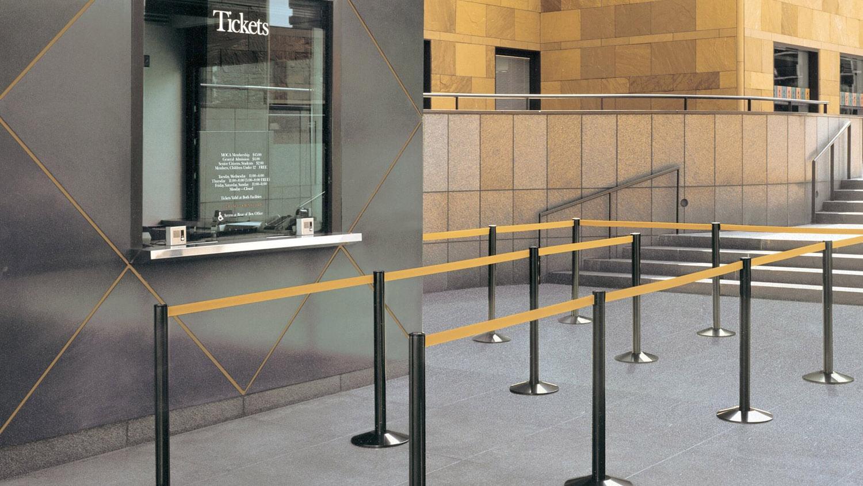 店舗用ベルトパーティション 50-3000型の施工例・採用事例
