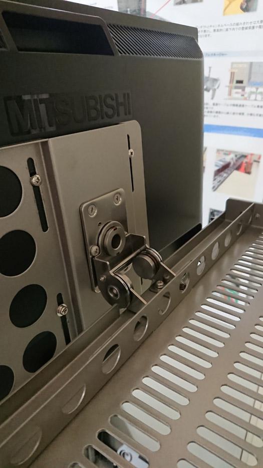 2軸トルクヒンジHG-T70S30の施工例・採用事例