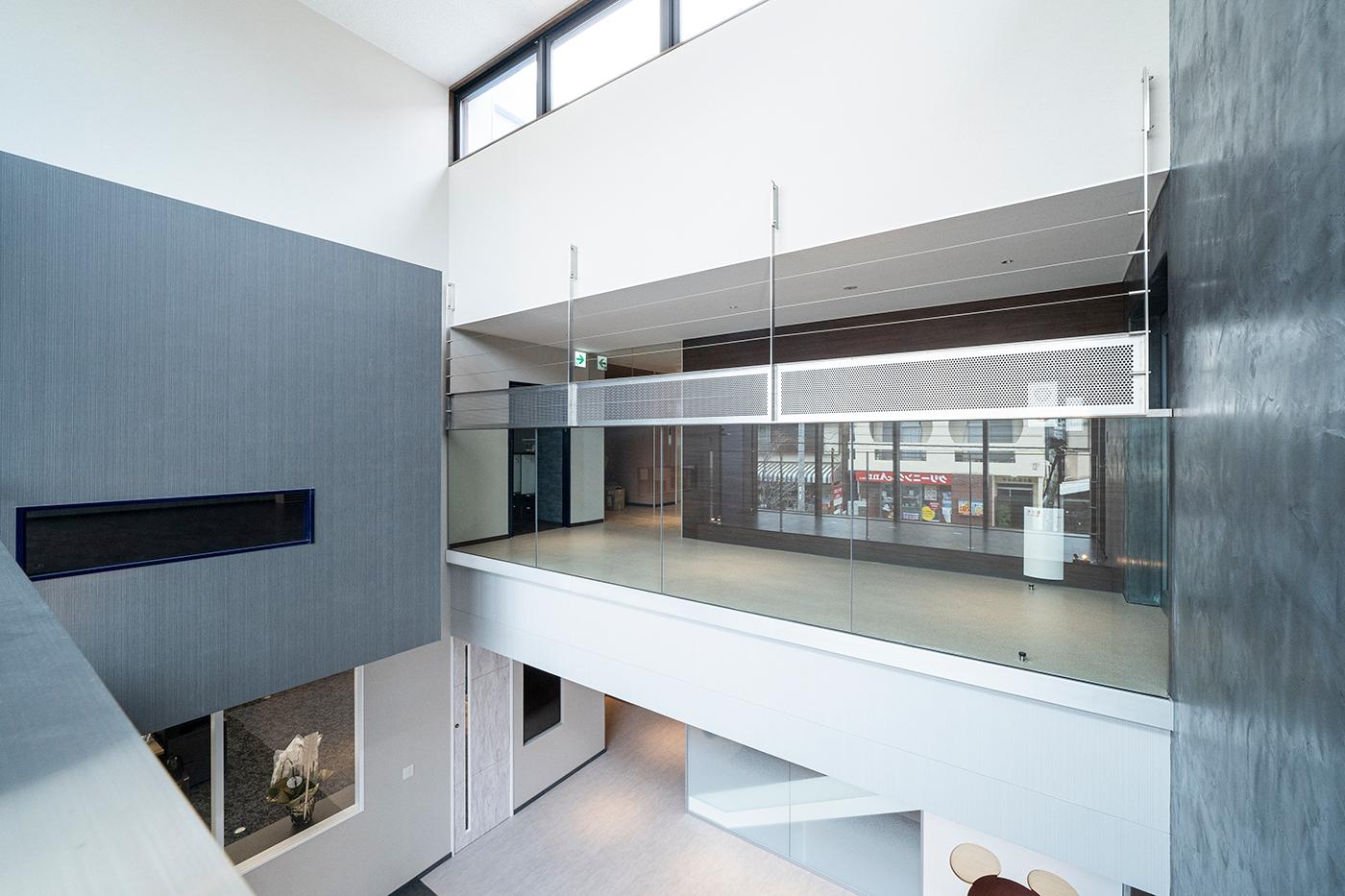 ガラスフェンス用バラストレイド 壁付用の施工例・採用事例